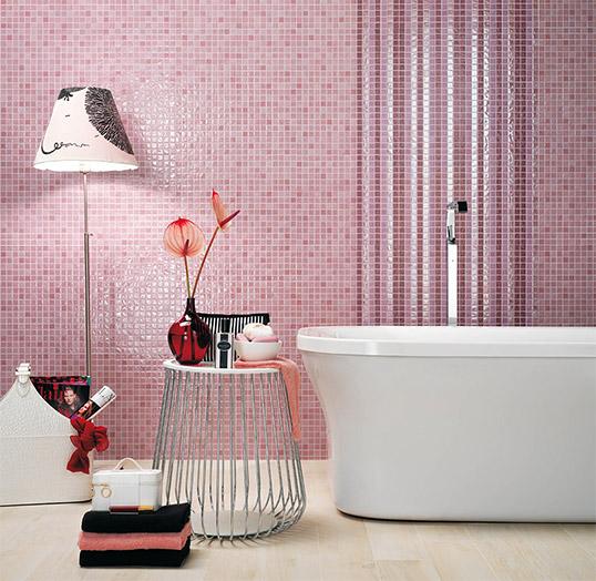 Розовая плитка для ванной комнаты, под мозаику