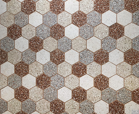 Шестиугольная мозаика в стиле terazzo, на сетке