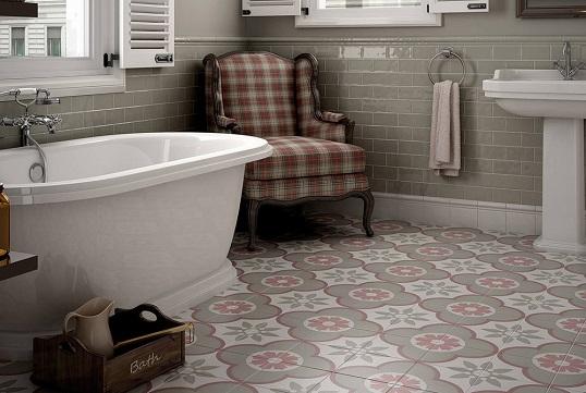 Серая плитка с розовым орнаментом для ванной 20х20 см