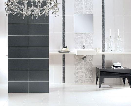 Глянцевая серо-белая плитка для ванной комнаты