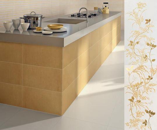 Желтая плитка для ванной с цветами