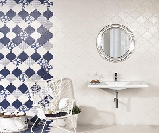 Дизайнерская синяя плитка для ванной комнаты