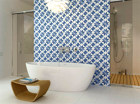 Испанская синяя плитка для ванной