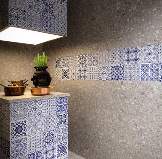 Плитка под камень для кухни со средиземноморскими декорами