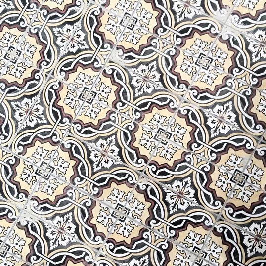 Бесшовная дизайнерская плитка с восточным орнаментом
