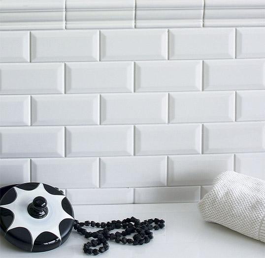 Белая выпуклая плитка для кухни