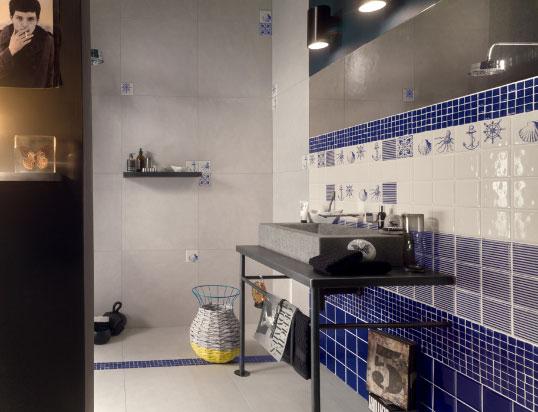 Синяя выпуклая плитка для ванной в морском стиле