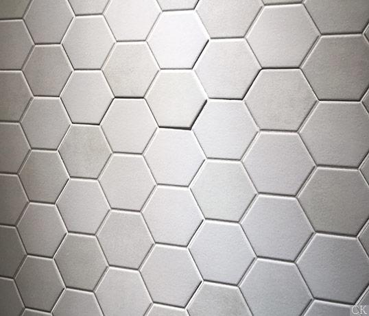 Белая шестиугольная плитка