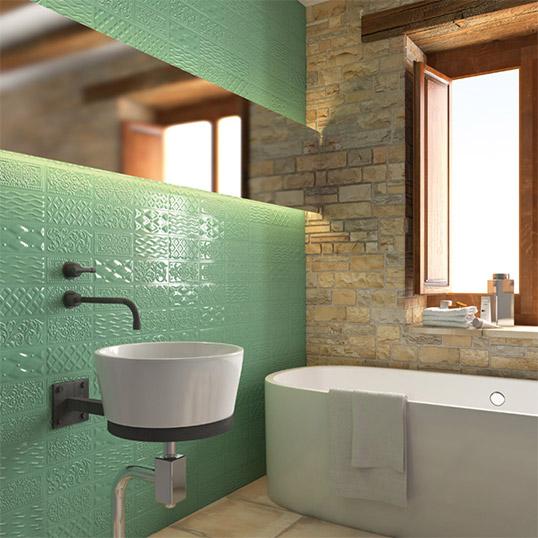 Зеленая плитка для ванной в стиле пэчворк